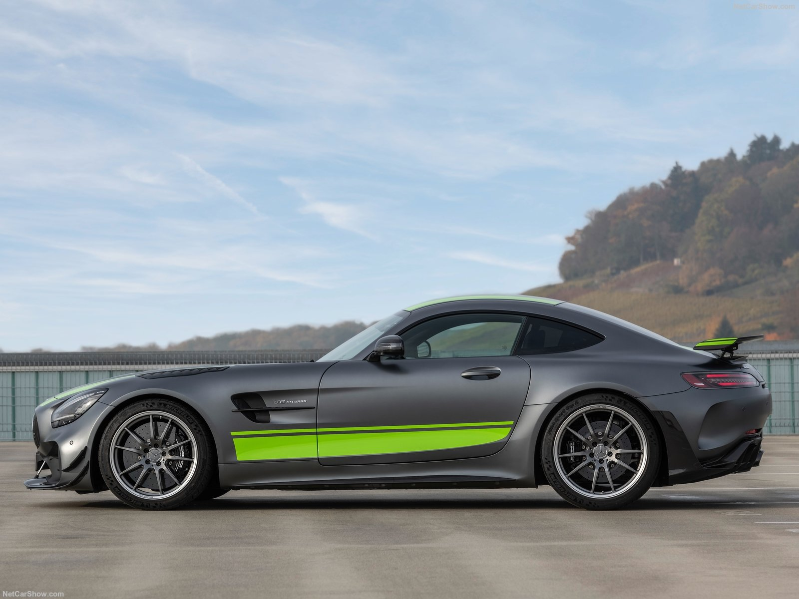 Mercedes-Benz AMG GT R photo 192734