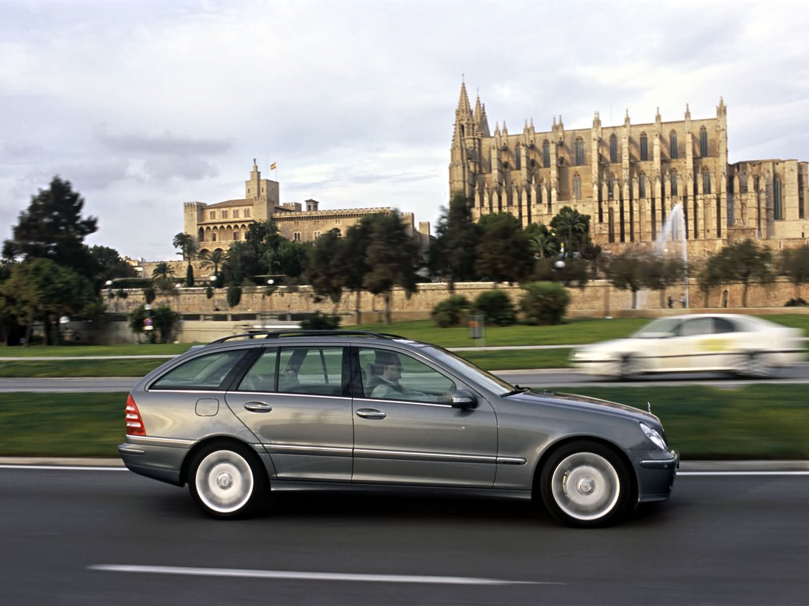 Mercedes-Benz C-Class Estate photo 10809
