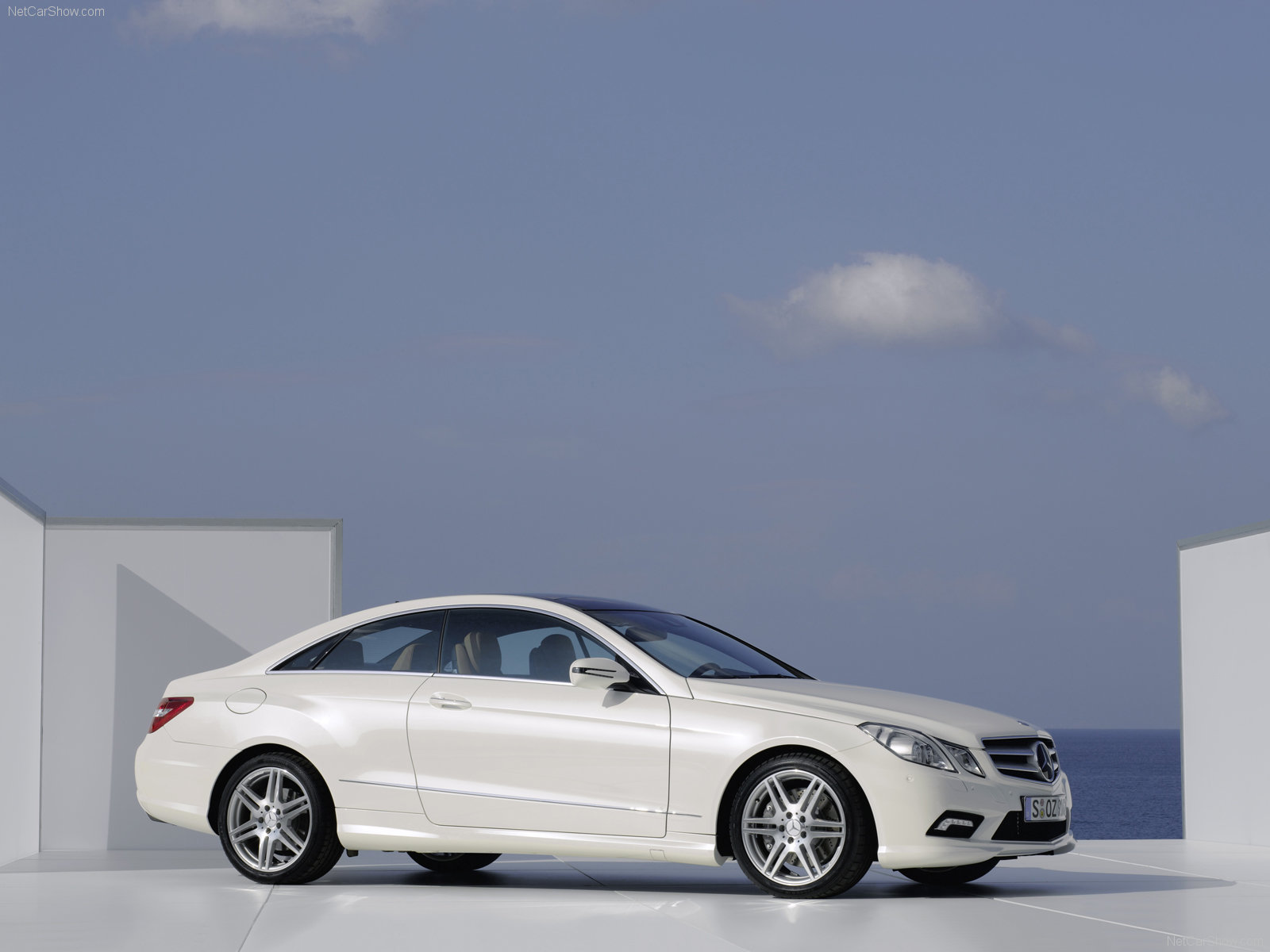 Mercedes-Benz E-Class Coupe photo 61431