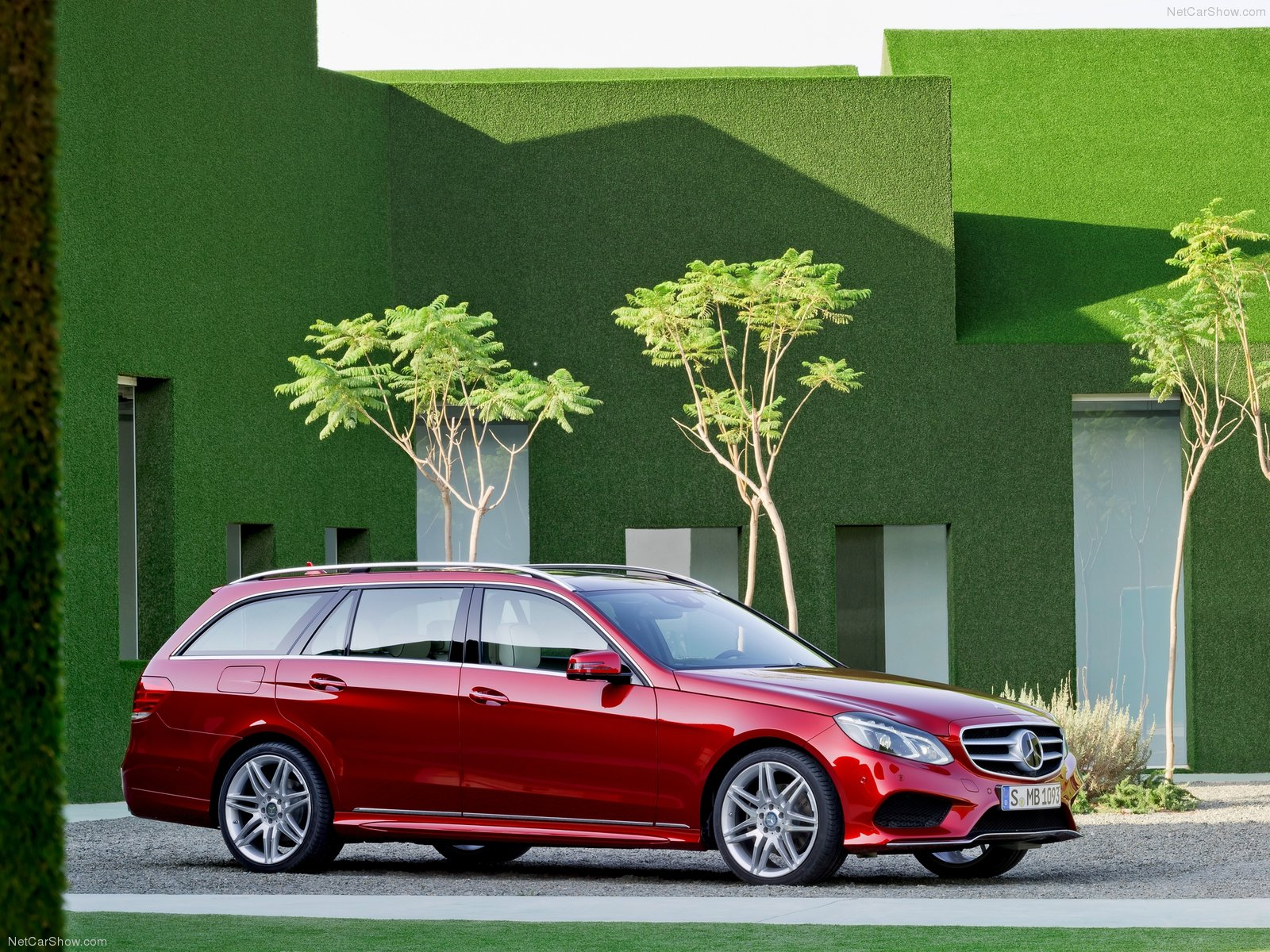 Mercedes-Benz E-Class Estate photo 156370
