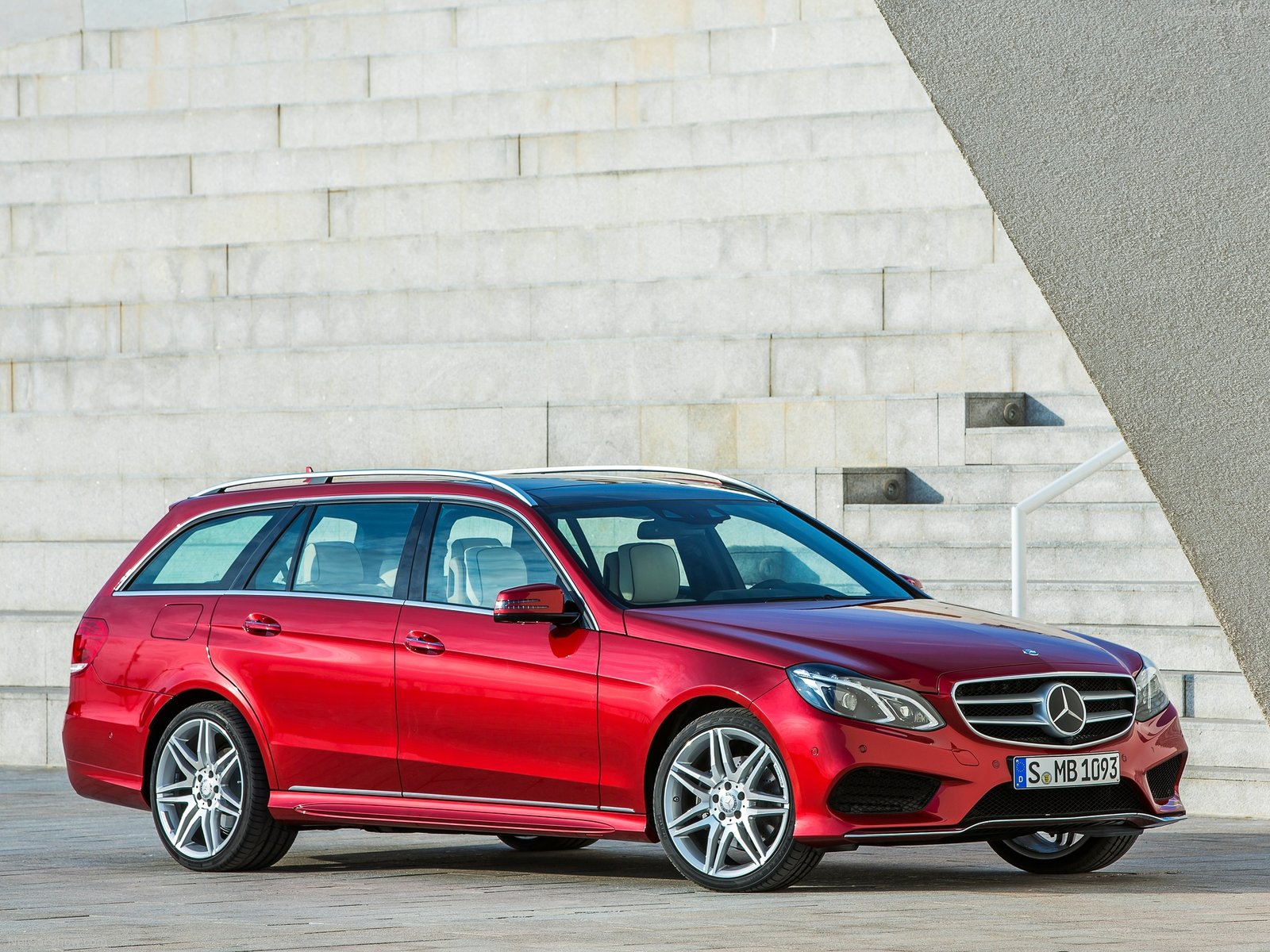Mercedes-Benz E-Class Estate photo 156372