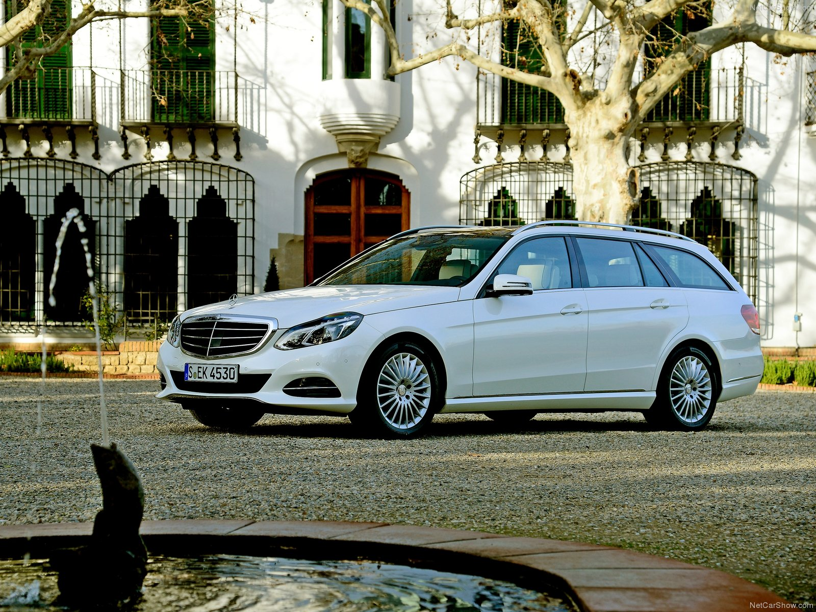 Mercedes-Benz E-Class Estate photo 156373