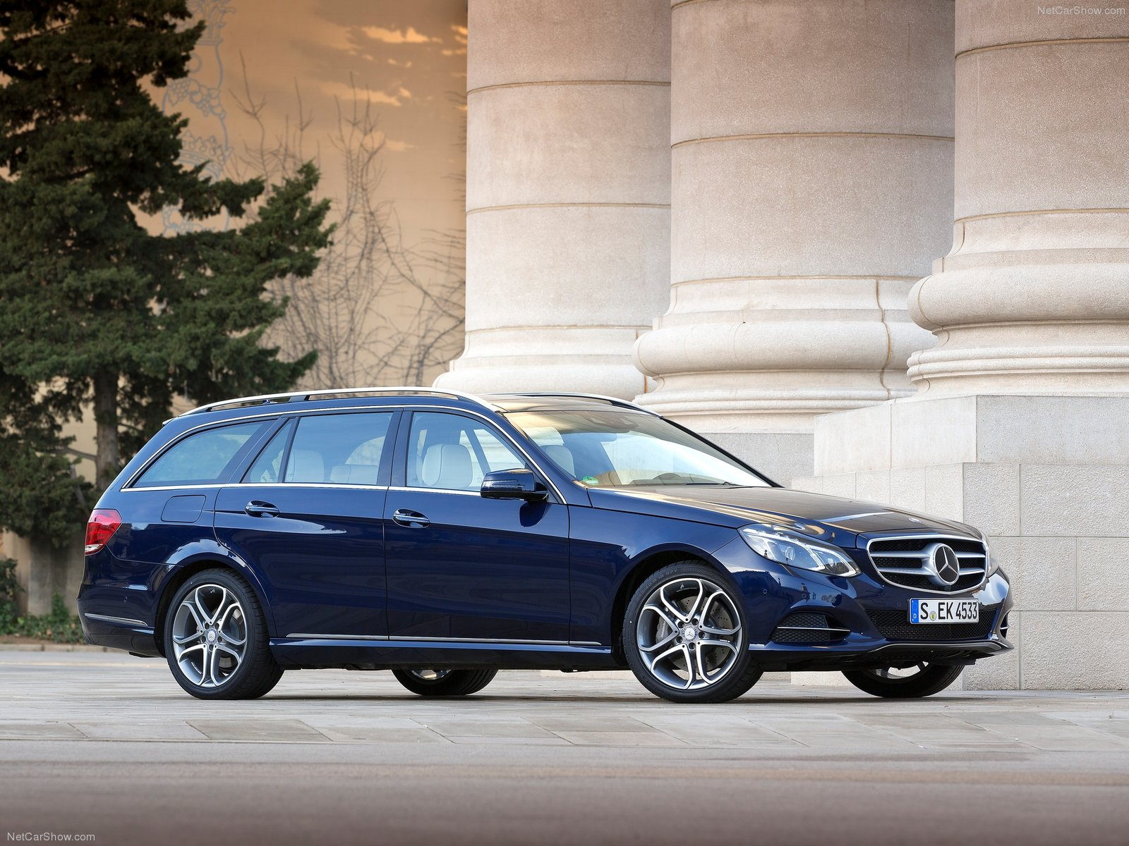 Mercedes-Benz E-Class Estate photo 156374