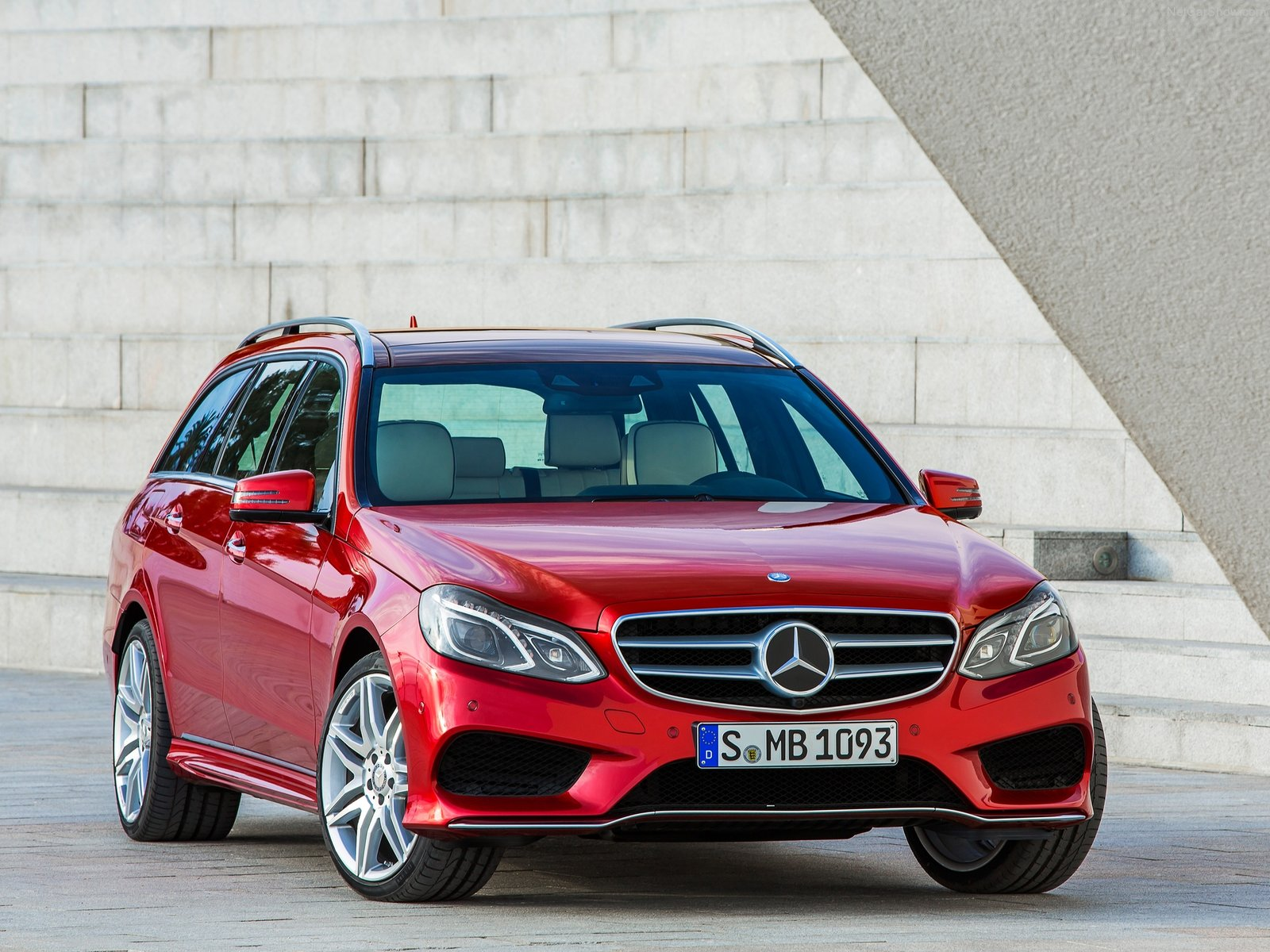 Mercedes-Benz E-Class Estate photo 156376