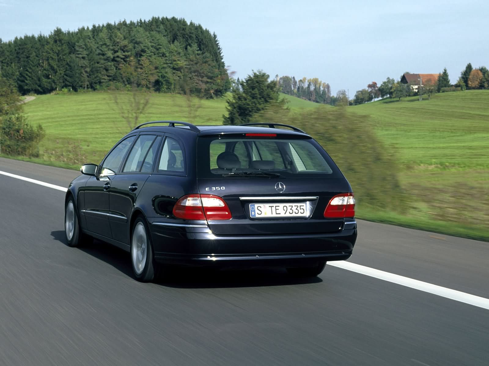 Mercedes-Benz E-Class Estate photo 17376