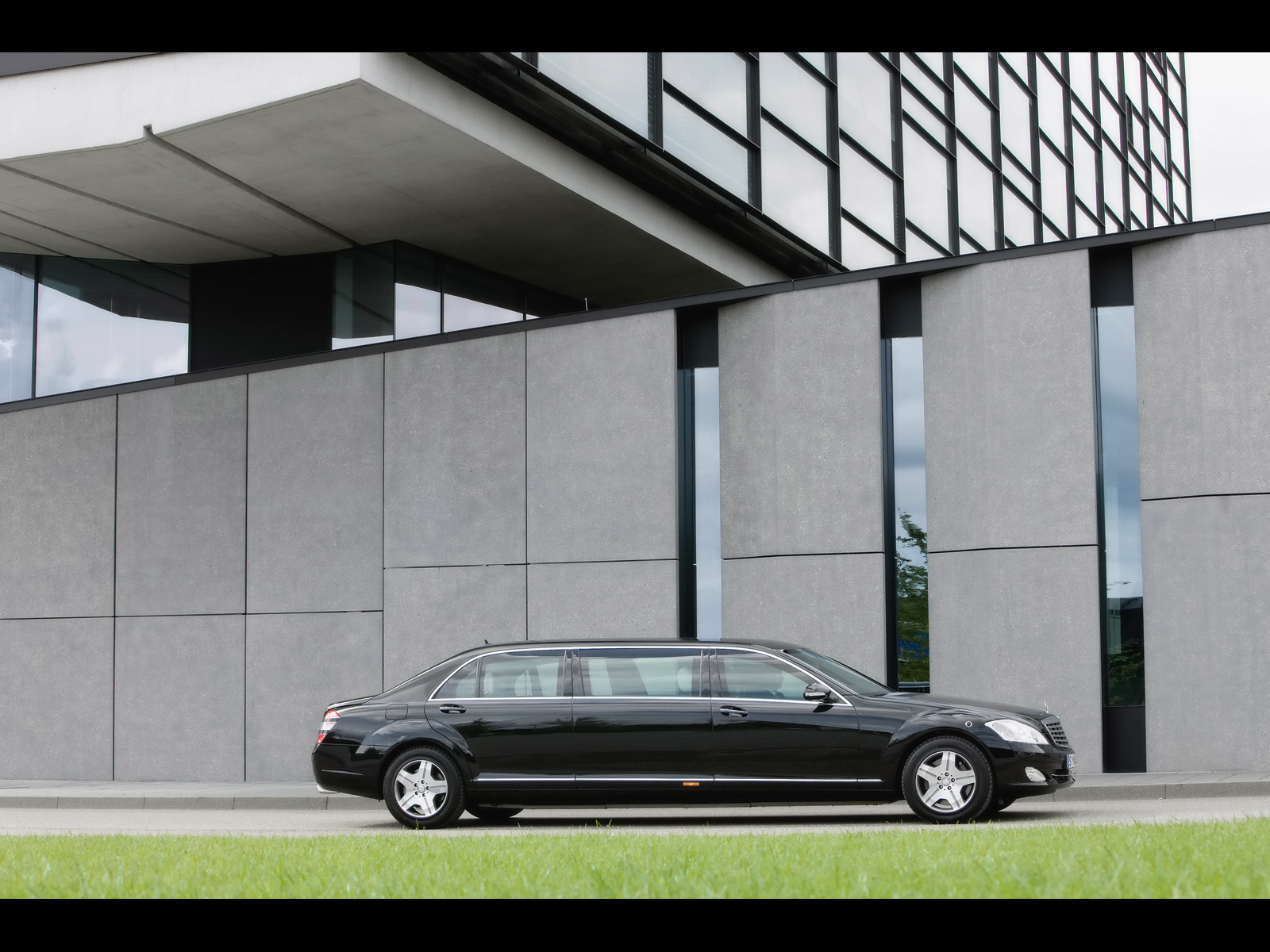 Mercedes-Benz S 600 Pullman Guard Limousine photo 58442