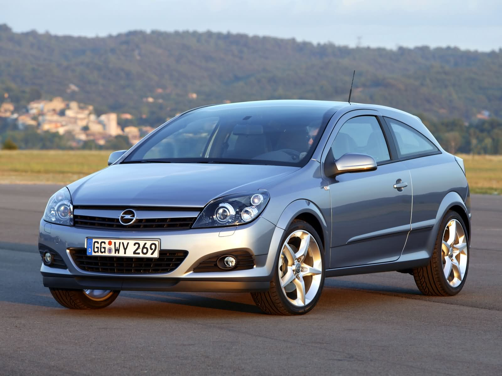Opel Astra GTC photo 16777