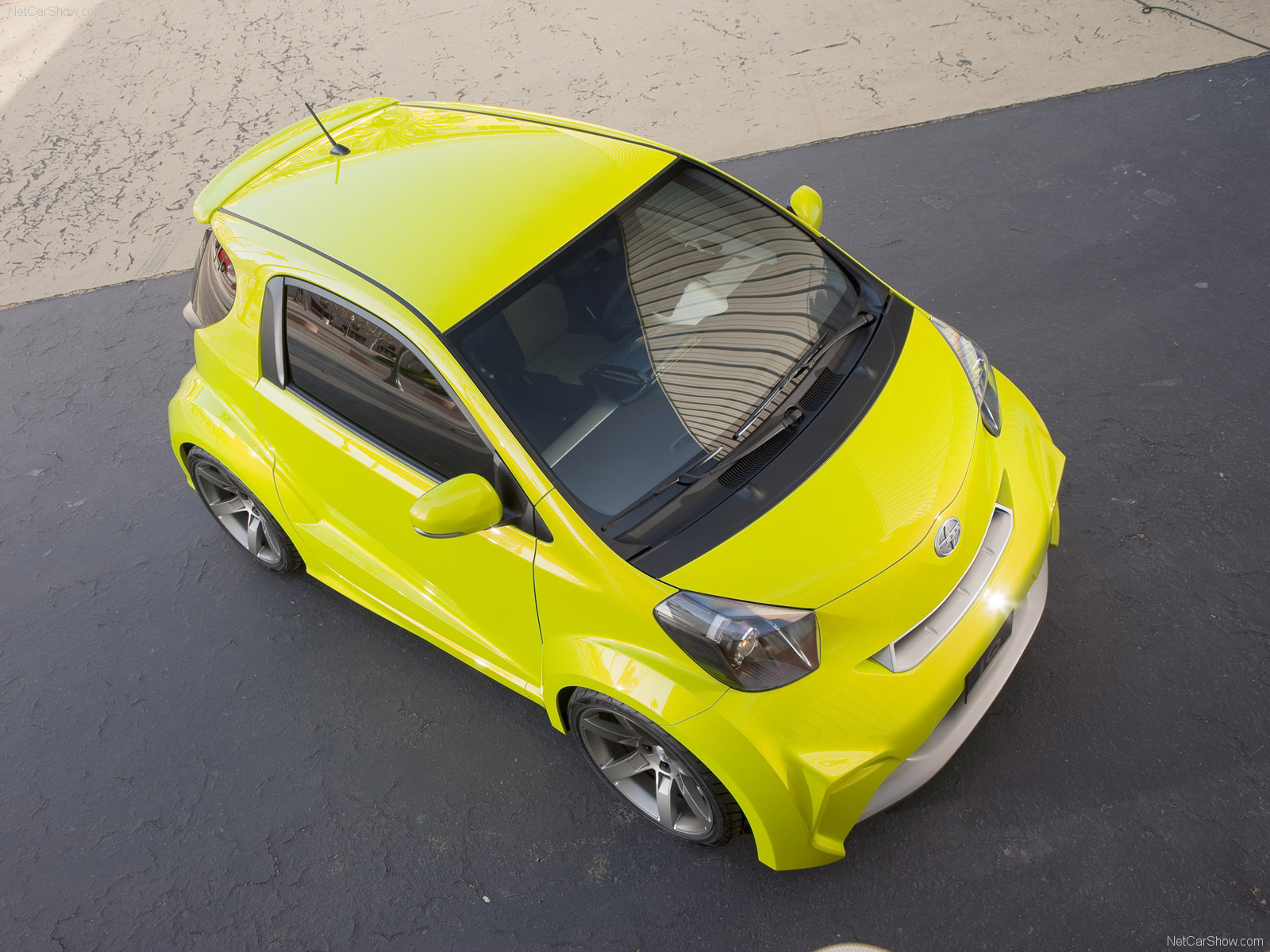Scion iQ photo 63438