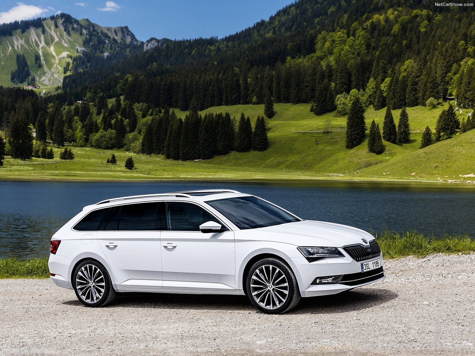 Skoda Superb Combi photo 145427