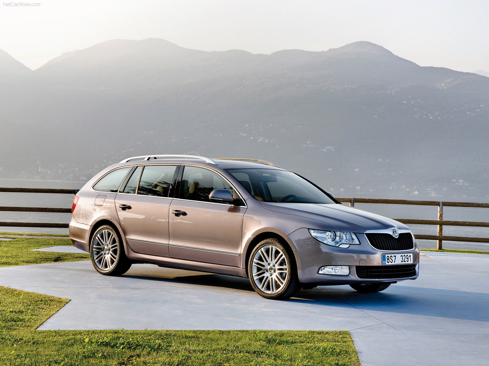 Skoda Superb Combi photo 68713