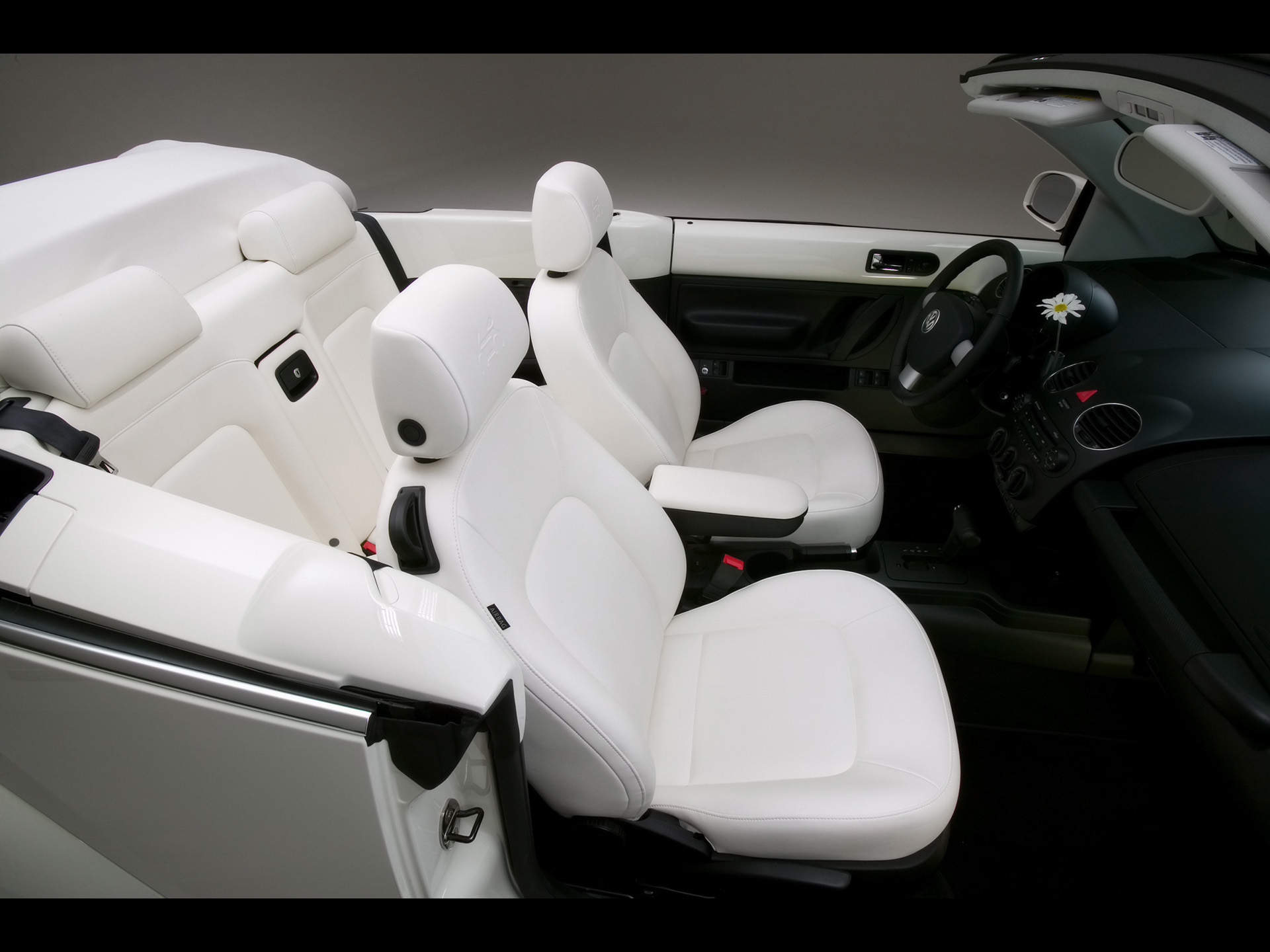 Volkswagen New Beetle Convertible Triple White photo 42277
