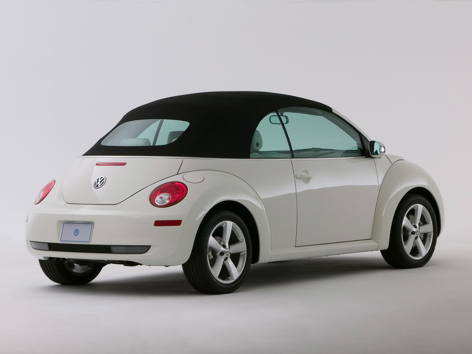 Volkswagen New Beetle Convertible Triple White photo 42279