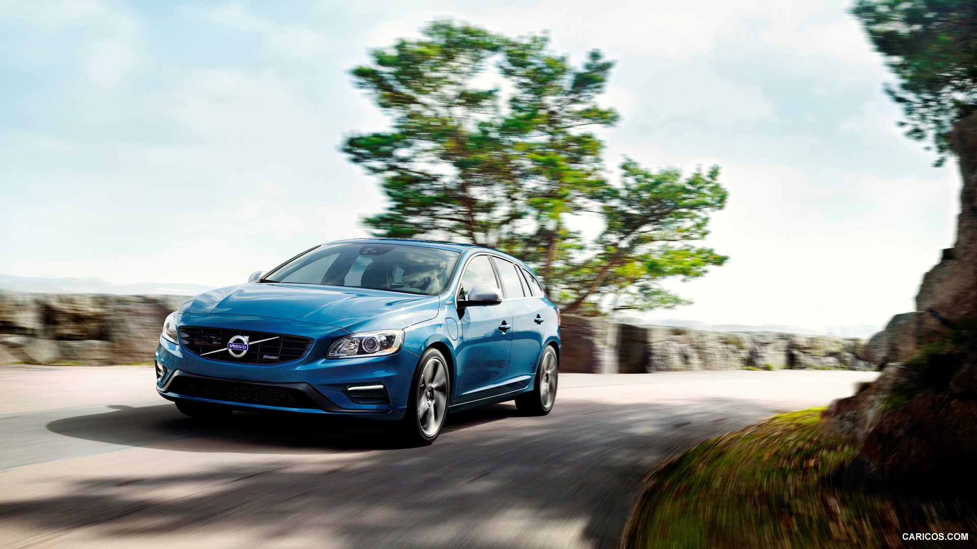 Volvo V60 Plug-in Hybrid R-Design photo 126661